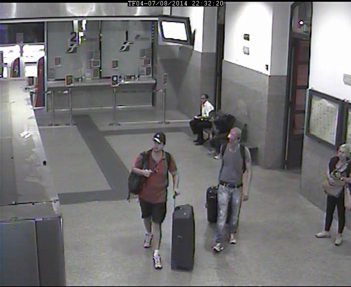 I due presunti assassini in stazione a Lodi con le valigie che contengono i resti della vittima